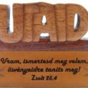 Asztali dísz, fa, betűs (UTAID)